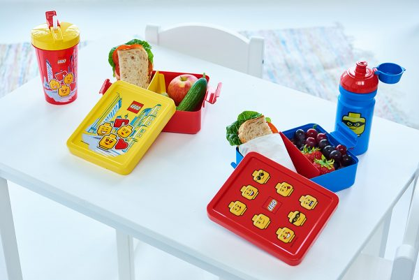lego lunch box sets, iconic, girl, drinkng bottles, hydration, plastic, design, food, nutrtion, break, friendship,